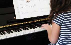 piano lessons girl